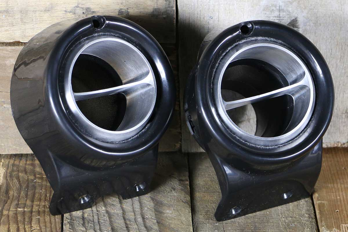 C VENTS WITH BLACK BEZEL SATIN RIGHT
