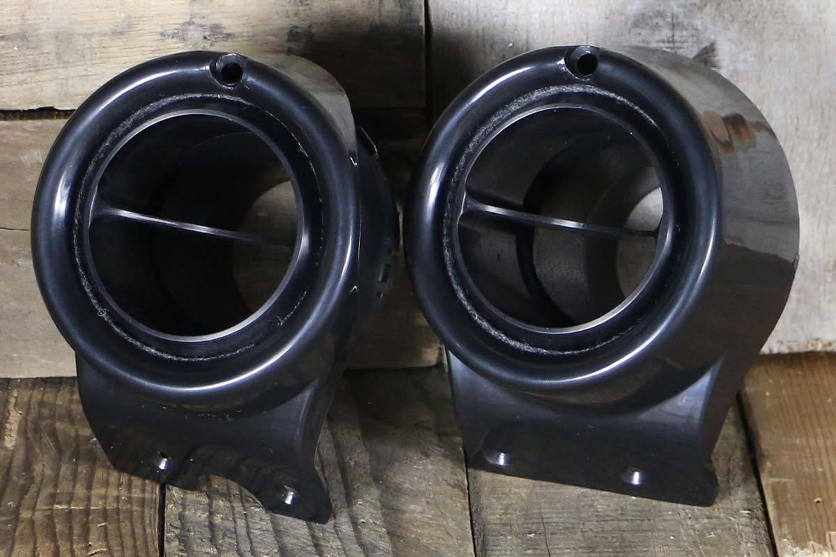 C VENTS WITH BLACK BEZEL SYNISTER BLACK LEFT
